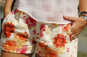 estampado flor short